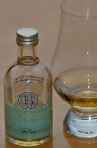 A pour from a Bruichladdich 15 mini